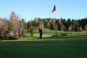 Päätöskisa 2012 pelattiin Kettu Karppi -kentällä sinisen taivaan alla.